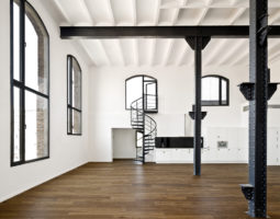 Oracle-Fox-Sunday-Sanctuary-Feature-Staircase-Interior-Tour-27