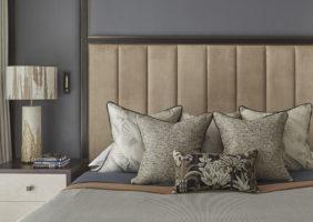 Вторая спальня меньше по размерам, более уютная, в том же стиле, что и первая.
