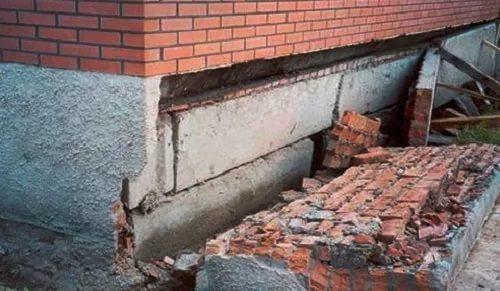 Как укрепить фундамент дома?