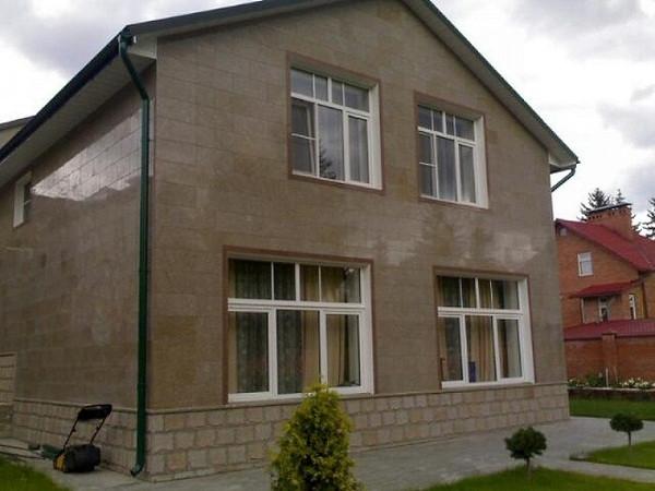 Облицовка фасада частного дома керамогранитом